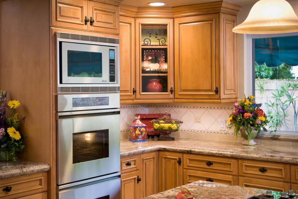 Traditional Kitchens. 1900_Tahoe Alder Golden Mocha